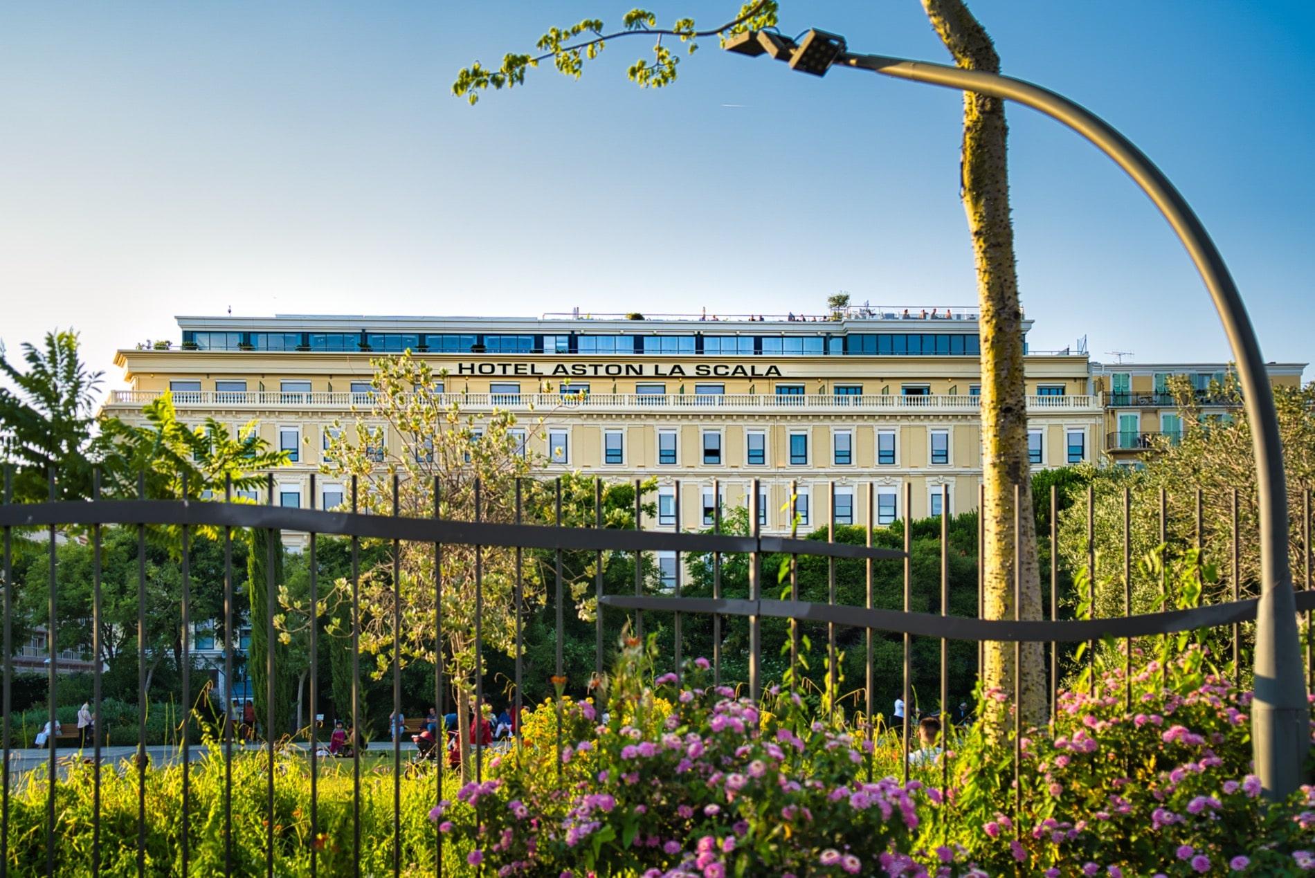 La façade de l'hôtel Aston La Scala à Nice.