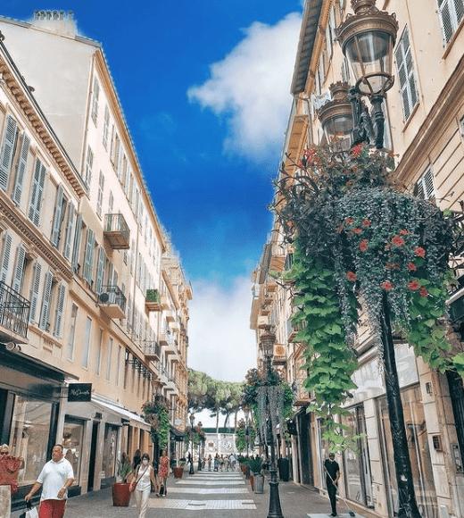 Profitez de votre passage à l'hôtel Aston La Scala pour découvrir Nice.
