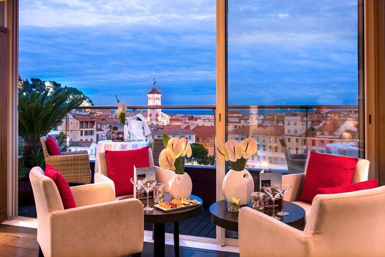 Le Moon Bar de l'hôtel Aston La Scala offre une vue panoramique exceptionnelle.