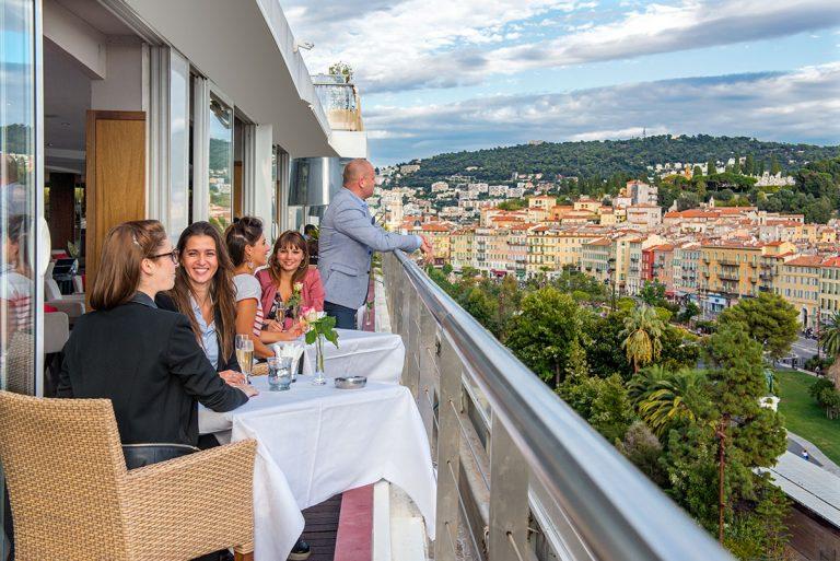 Pour admirer la ville, rendez-vous au Moon Bar de l'hôtel Aston La Scala.