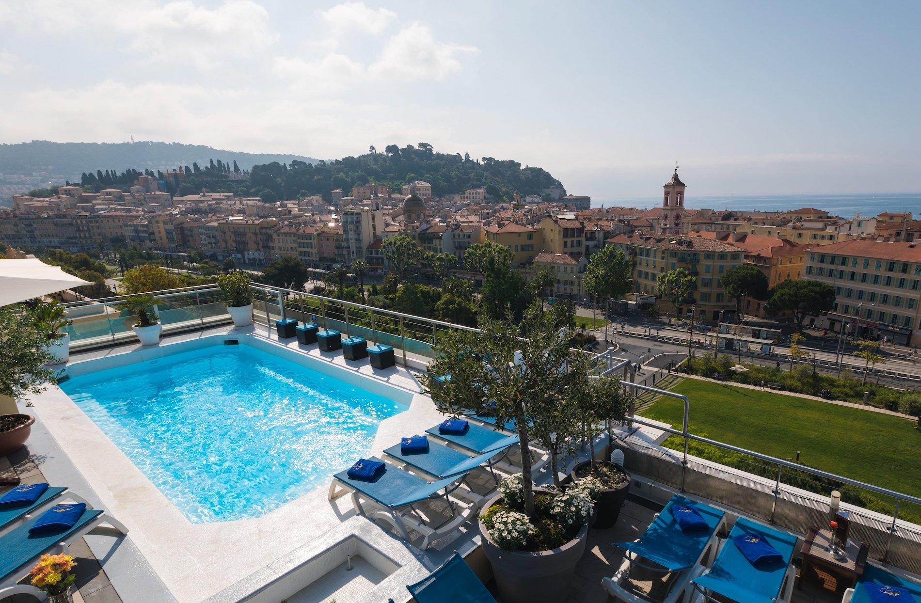 Du toit terrasse avec pîscine de l'hôtel Aston La Scala, une vue splendide sur la ville.
