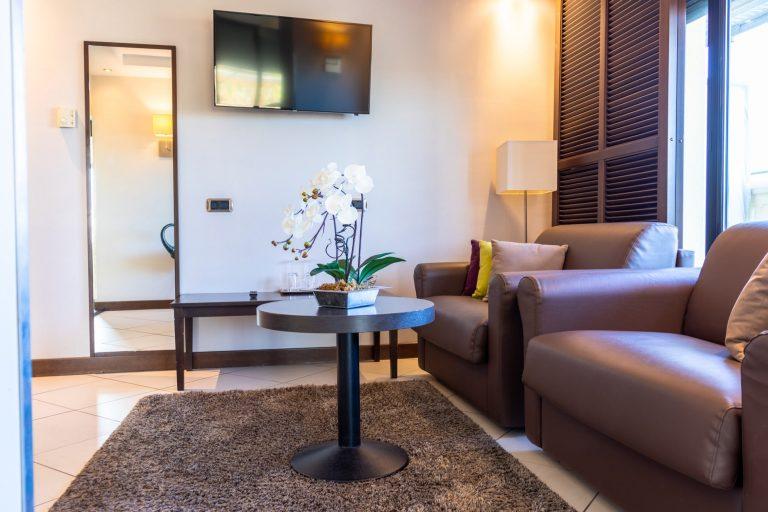 Le bel espace salon de la suite Penthouse