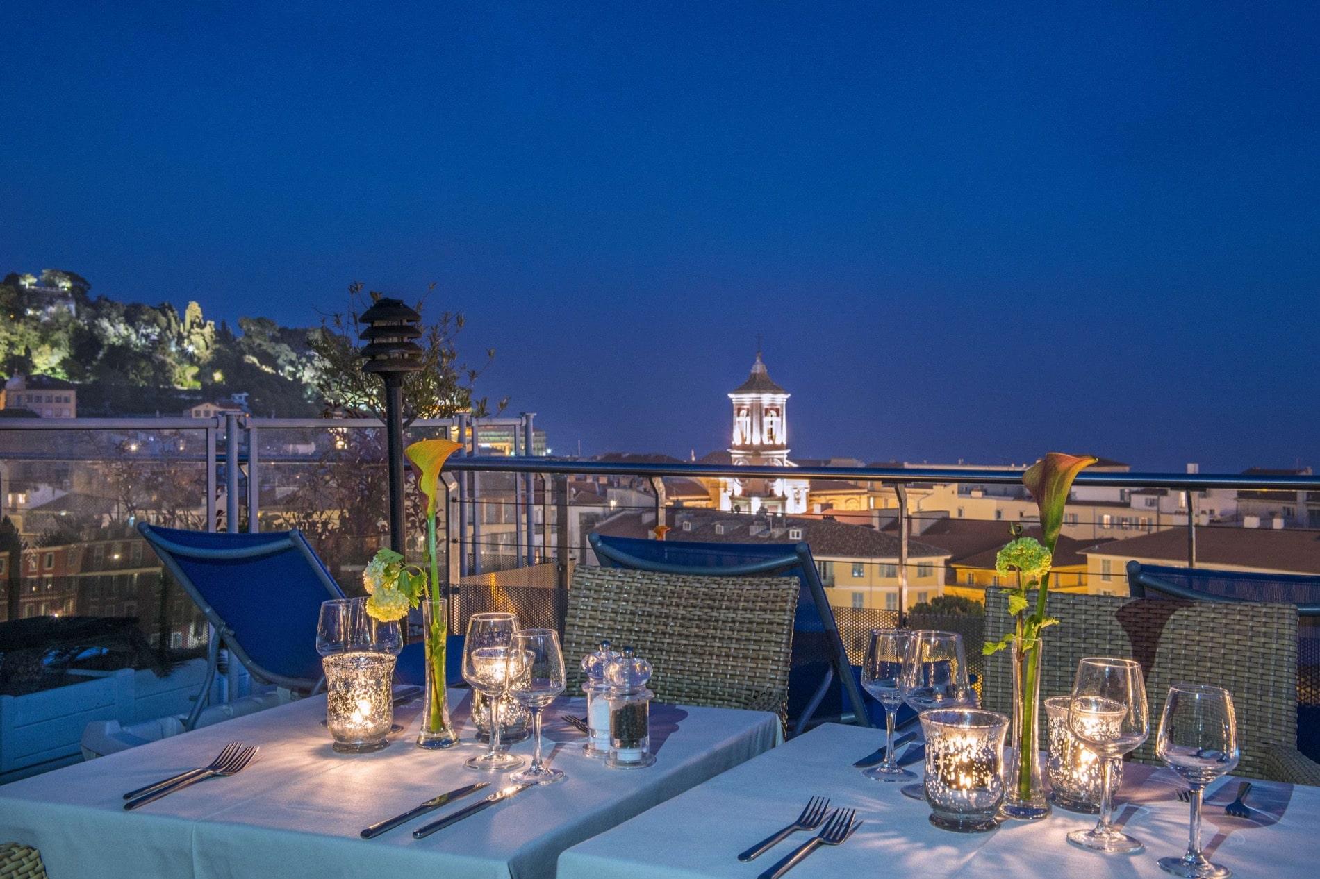 Du Moon bar de l'hôtel Aston La Scala, une vue splendide sur Nice.